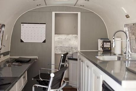id e d co installer son bureau dans une caravane. Black Bedroom Furniture Sets. Home Design Ideas
