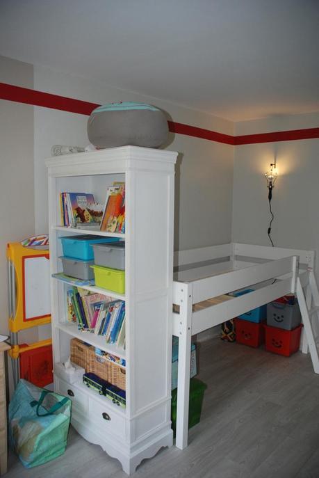 Intérieur - Chambre De Petit Garçon, Partie 2.