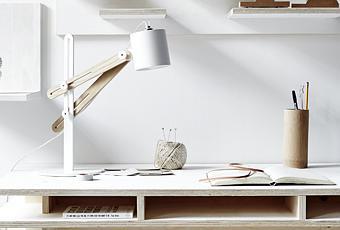 Diy fabriquer un bureau design et pas cher tout en bois