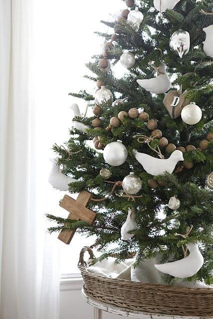 25 sapins de no l joliment d cor s pour s inspirer for Sapin de noel decoration blanc argent