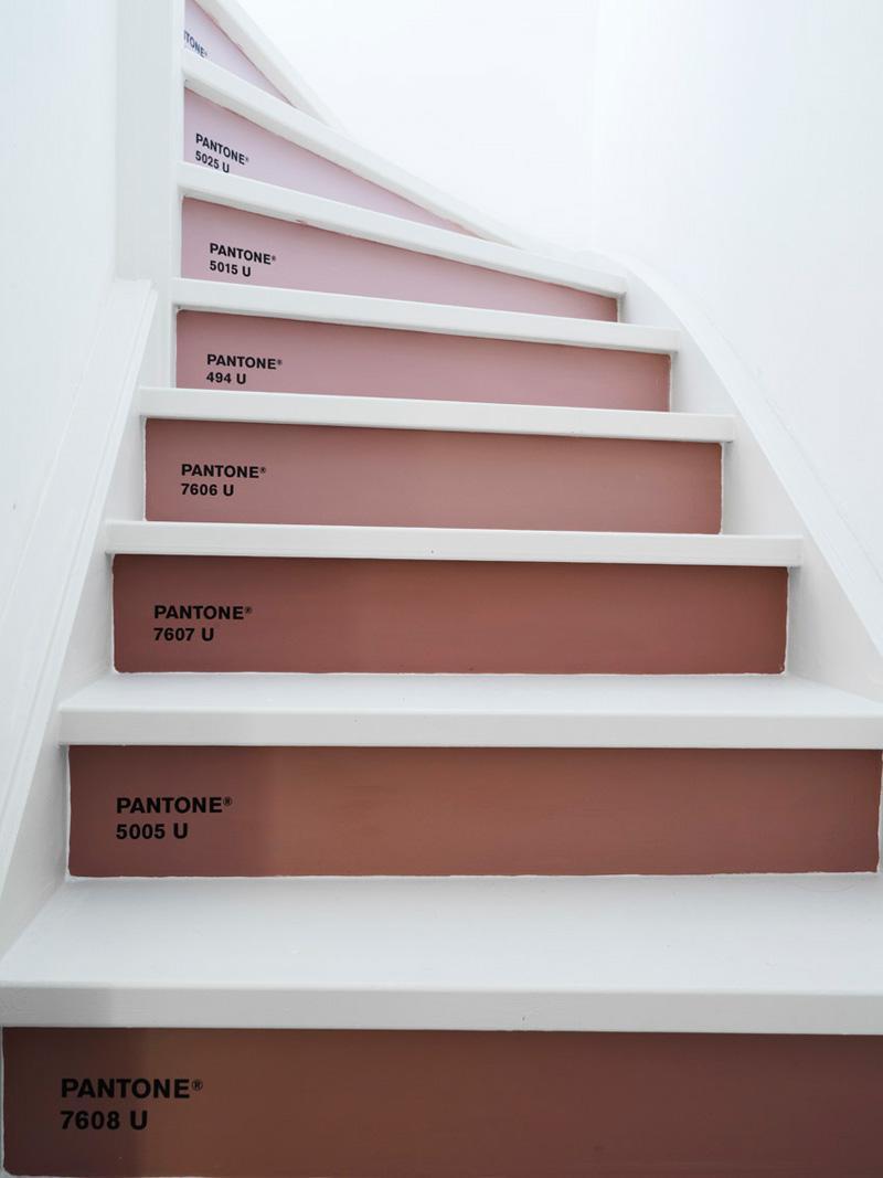 Diy un escalier en d grad de marsala couleur de l - Idee couleur escalier ...