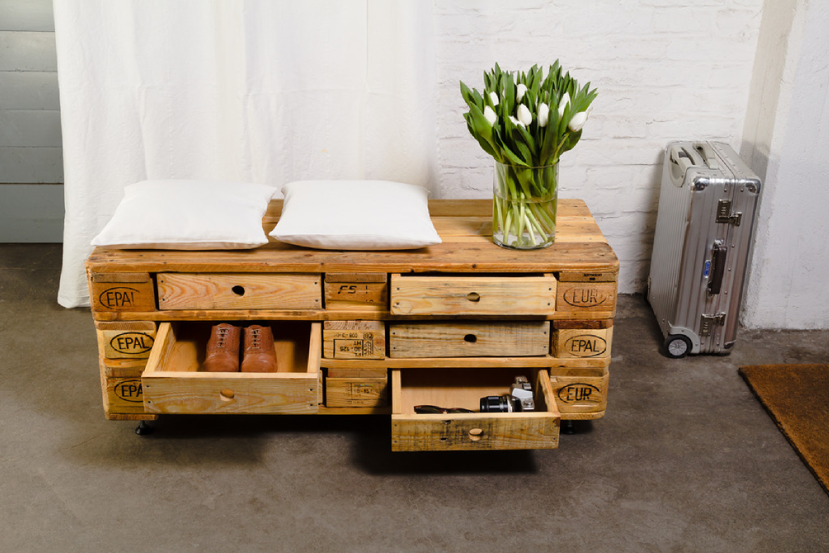 diy une commode cofriendly en palettes en bois recycl es. Black Bedroom Furniture Sets. Home Design Ideas