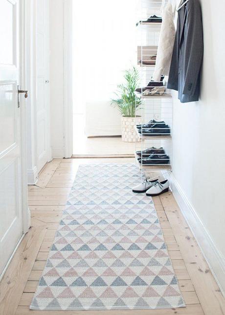 un tapis dans mon entr e. Black Bedroom Furniture Sets. Home Design Ideas