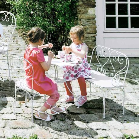 salon de jardin pour enfant et mobilier d ext rieur. Black Bedroom Furniture Sets. Home Design Ideas