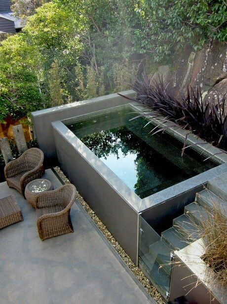 Piscine dans un petit jardin id es et inspirations - Petite piscine beton ...