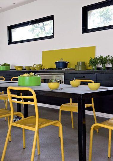 Le jaune lectrise la d co for Cuisine jaune et noir