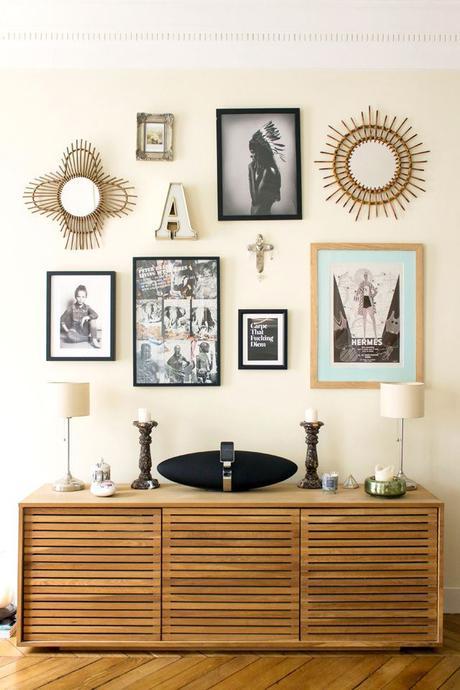 Cr er un mur de cadres astuces et inspirations - Decorer un mur avec des cadres photos ...