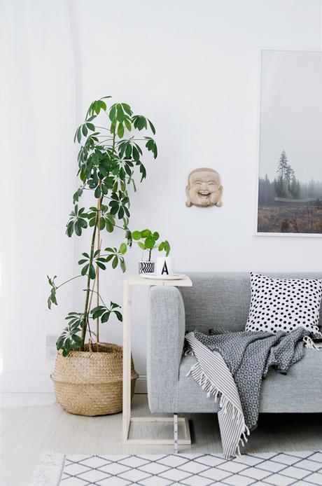 diy une mini table d appoint pour le salon. Black Bedroom Furniture Sets. Home Design Ideas