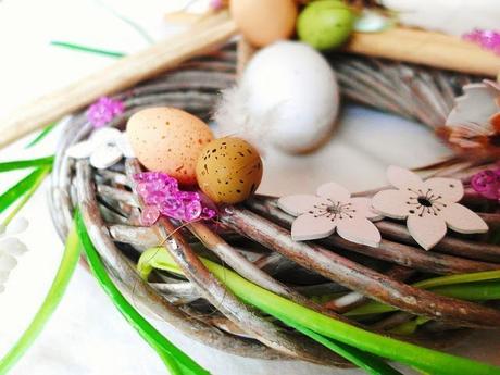 Bricolage et décoration de Pâques : fabriquer une couronne en rameaux, poussin et oeufs
