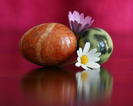 Des oeufs à offrir en améthyste, quartz rose..