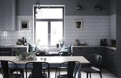 Un intérieur suédois où tout n'est pas blanc