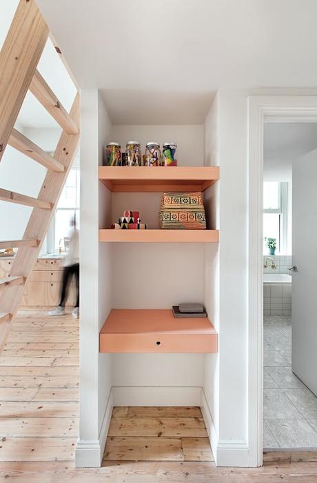melbourne_apartment_salmon_accent_shelves