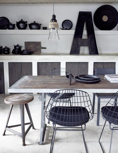 chaises-depareillees-diamond-chair-bertoia-tabouret-bois-brut-style-industriel-table-bois-lettre-deco-aventure-deco