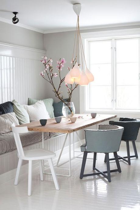 salle-a-manger-chaises-depareillees-suspensions-gouttes-grappe-drop-one-pendant-lamp-btc-scandinave-design