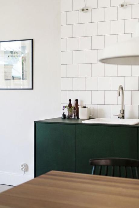 pour ou contre du vert fonc dans la cuisine. Black Bedroom Furniture Sets. Home Design Ideas