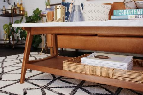 Une table basse bois et marbre pour mon salon.