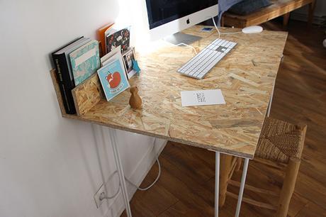 un bureau osb handmade tr s simple r aliser. Black Bedroom Furniture Sets. Home Design Ideas
