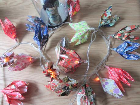diy 14 une guirlande lumineuse en origami. Black Bedroom Furniture Sets. Home Design Ideas