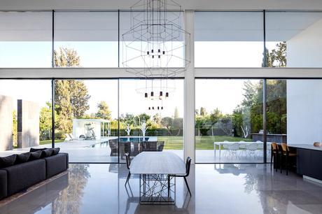 piscine minimaliste maison transparente