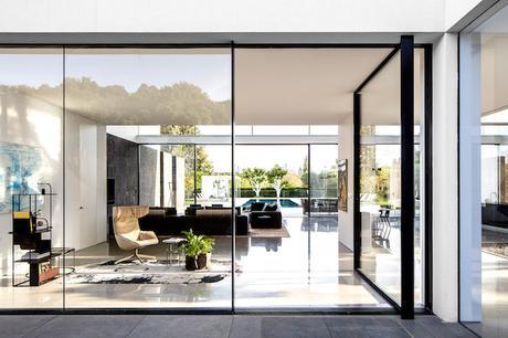 entree porte verre pivotante maison transparente