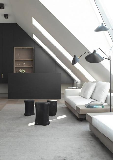 visite d co un appartement minimaliste sous les toits. Black Bedroom Furniture Sets. Home Design Ideas
