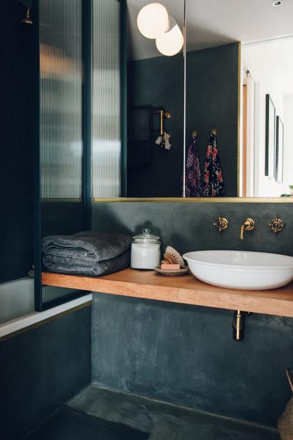 Une salle de bain baroque revue de d tail for Revue salle de bain