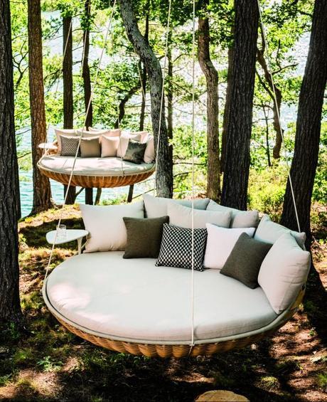 fauteuil lit suspendu daybed exterieur jardin foret arbre