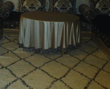 Un tapis Beni Ouarain dans un salon marocain