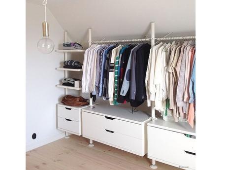 idee dressing petit espace stunning chambre a coucher dressing ides pour le bout de lit coffre. Black Bedroom Furniture Sets. Home Design Ideas