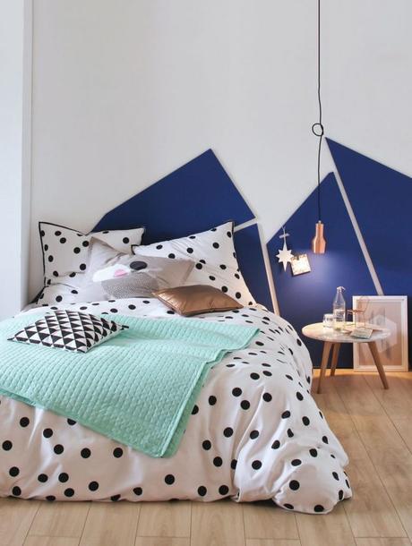 chambre ado tette de lit en peinture motif geometrique