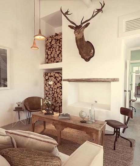 Portugal / Hôtel rural niché derrière des amandiers /