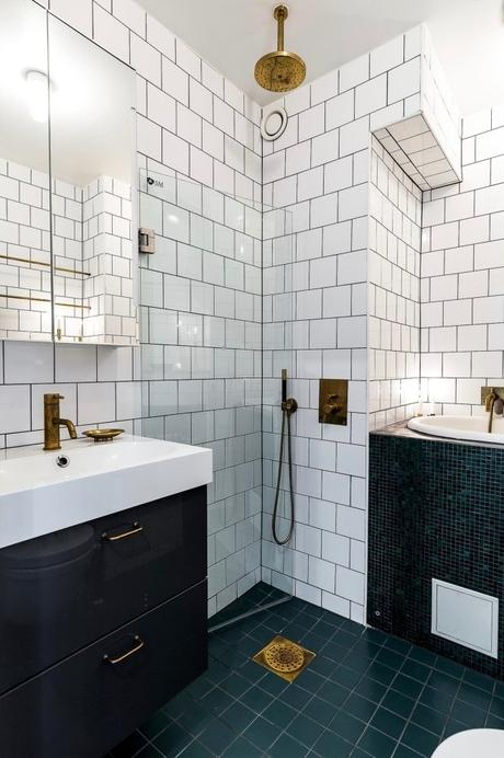 déco industrielle vintage salle de bain noire blanche laiton