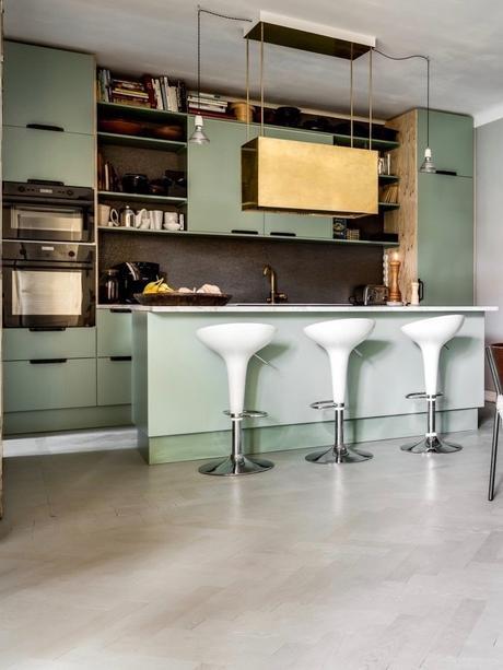 déco industrielle vintage dans la cuisine ouverte verte eau
