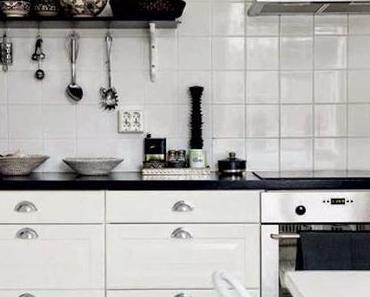 Noir et blanc : les deux couleurs d'un intérieur scandinave chaleureux