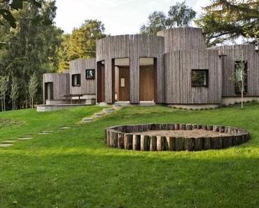 Une maison cylindrique en rondins de bois, le havre de paix selon Jan Henrik Jansen