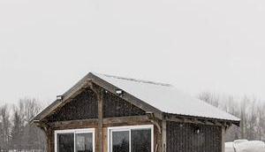Visite d'un petit chalet vintage coeur Canada